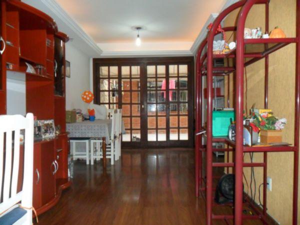 Casa 03 dormitórios 118,81 de área privativa, sala, copa cozinha,banheiro social, lavabo, patio  nos fundos com churrasqueira . Perto do nacional da Wenceslau Escobar e entrada do Bairro Assunção,ótima localização e bem perto do Barra Shopping.