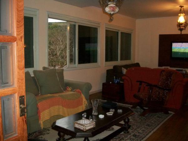 Casa com 4 Dormitórios Sendo 01 Suite, com Pátio - Foto 4