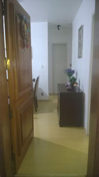 Apartamento de 2 dormitórios no bairro Partenon / Intercap, próximo ao Carrefour e da PUC, com 62,76 m privativos, living 2 ambientes, cozinha e área de serviço separada. Dois lanços de escada, silencioso, com vista para o bairro. Condomínio e IPTU baixo. Agende sua visita!!!
